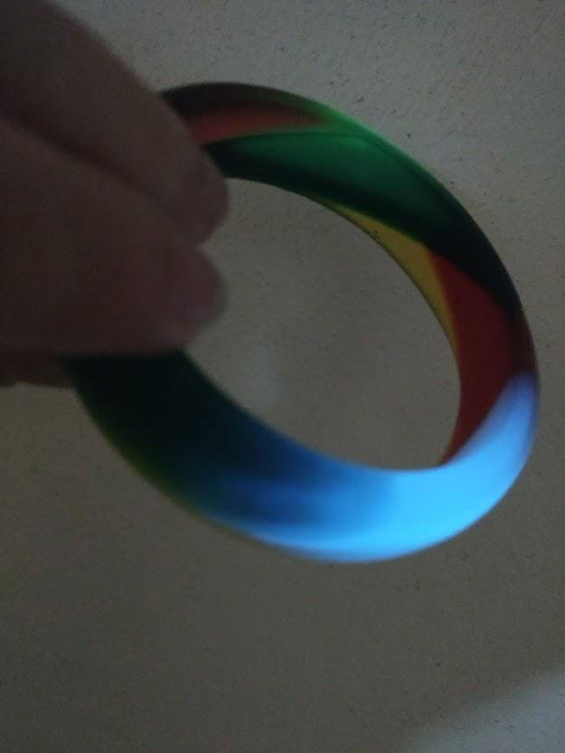 ۴ گام برای ساخت دستبند رزینی (رنگین کمانی و شب تاب)